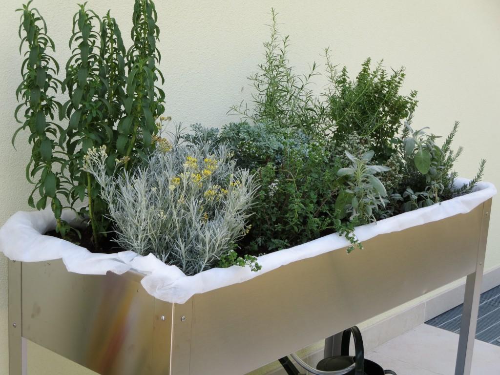 Il tavolo-orto all\'opera - Il Blog di Orto sul terrazzo